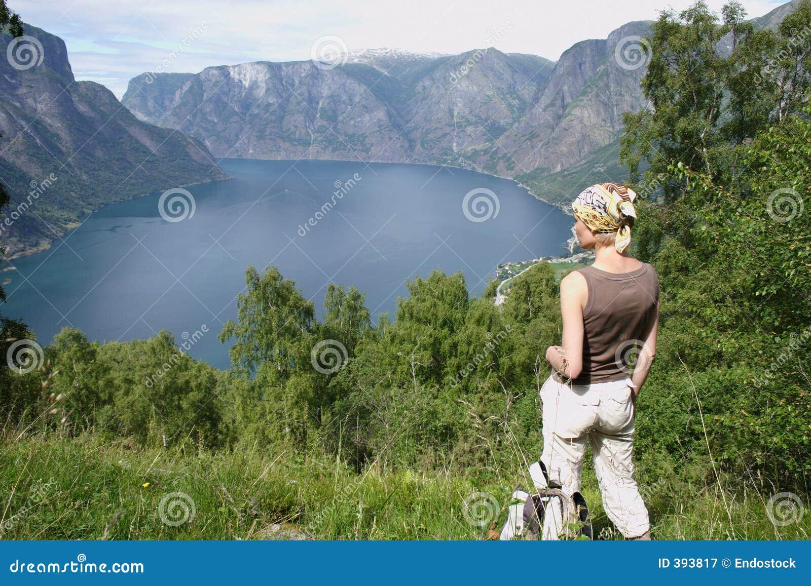ενεργά βουνά λιμνών πέρα από την κορυφαία γυναίκα