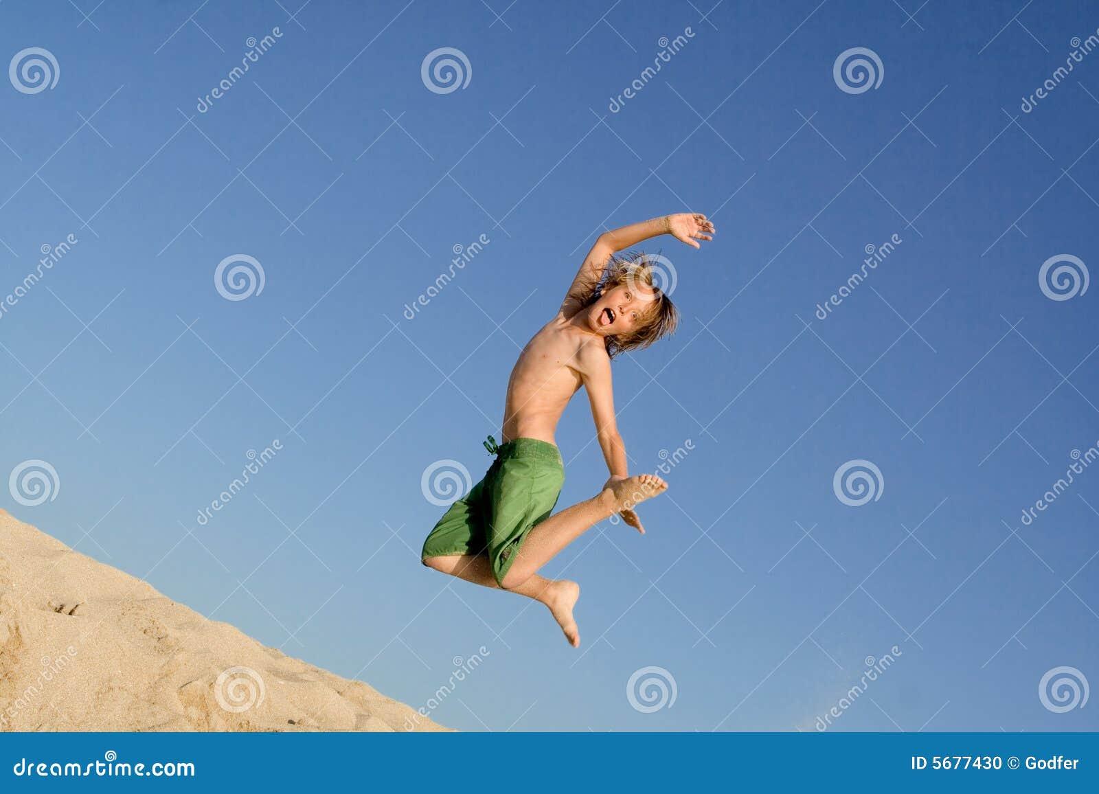 ενεργές πηδώντας διακοπές παιδιών