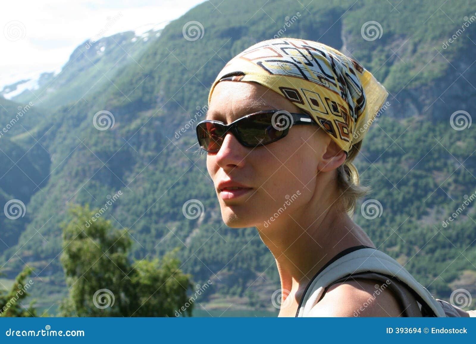 ενεργός γυναίκα διαδρομών βουνών