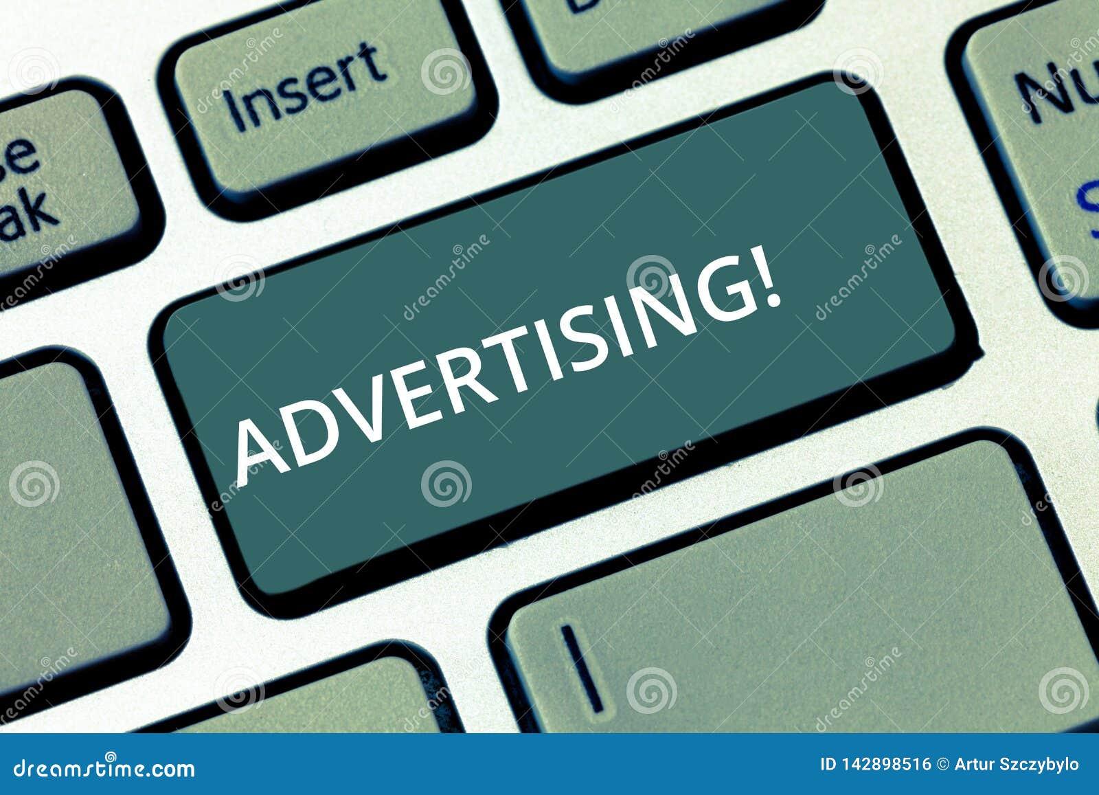 Εννοιολογικό χέρι που γράφει παρουσιάζοντας διαφήμιση Παγκόσμιο μαρκάρισμα προσιτότητας κειμένων επιχειρησιακών φωτογραφιών έξω μ