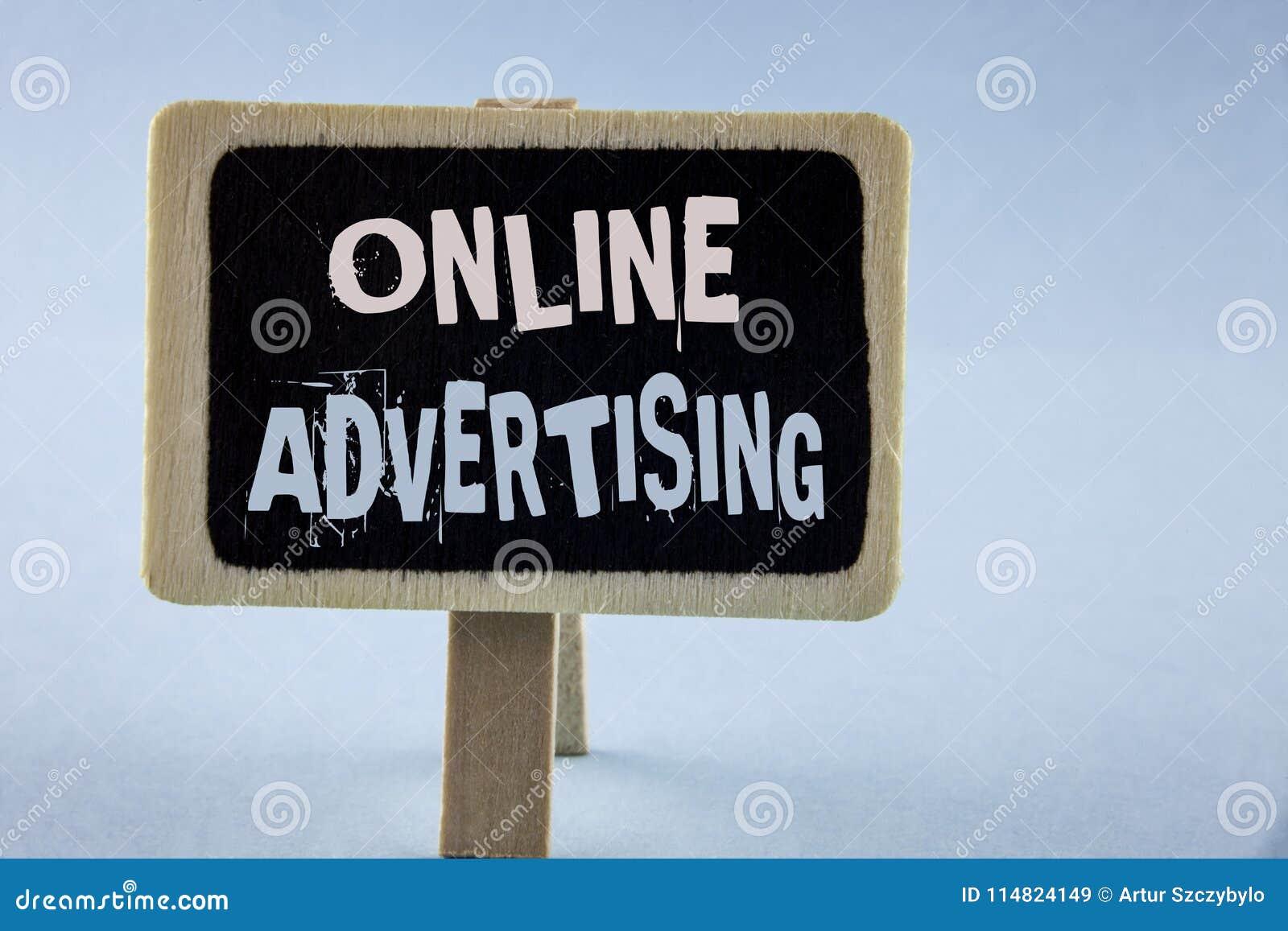 Εννοιολογικό χέρι που γράφει παρουσιάζοντας on-line διαφήμιση Ηλεκτρονική προσιτότητα μάρκετινγκ SEO αγγελιών εκστρατειών ιστοχώρ