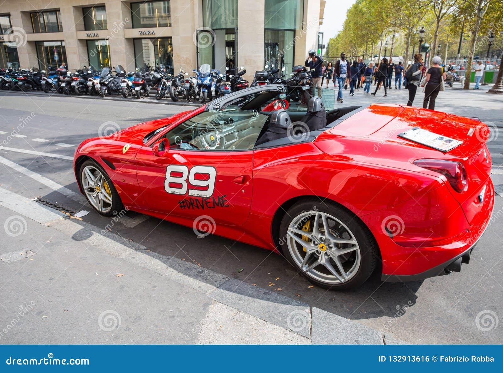 Ενοίκιο αθλητικών αυτοκινήτων πολυτέλειας Καλιφόρνιας Ferrari coupe κατά μήκος του champs-Elysee Ταξίδι και τουρισμός