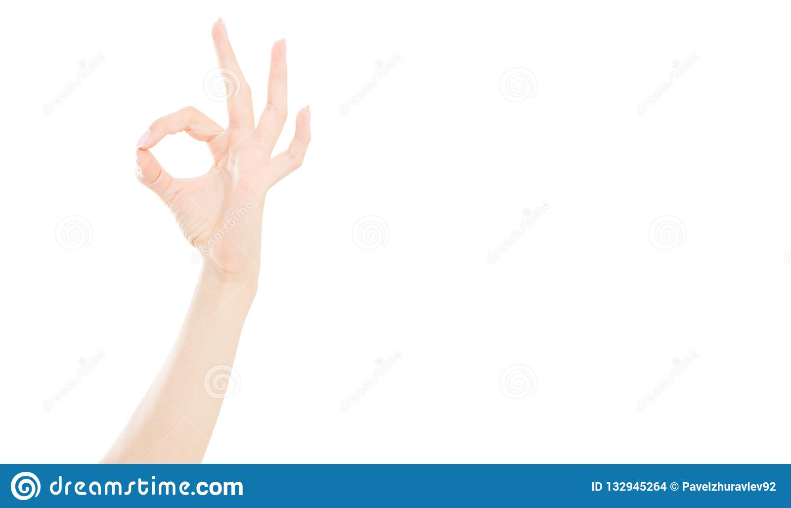 Εντάξει σημάδι που απομονώνεται στο άσπρο υπόβαθρο, θηλυκό χέρι