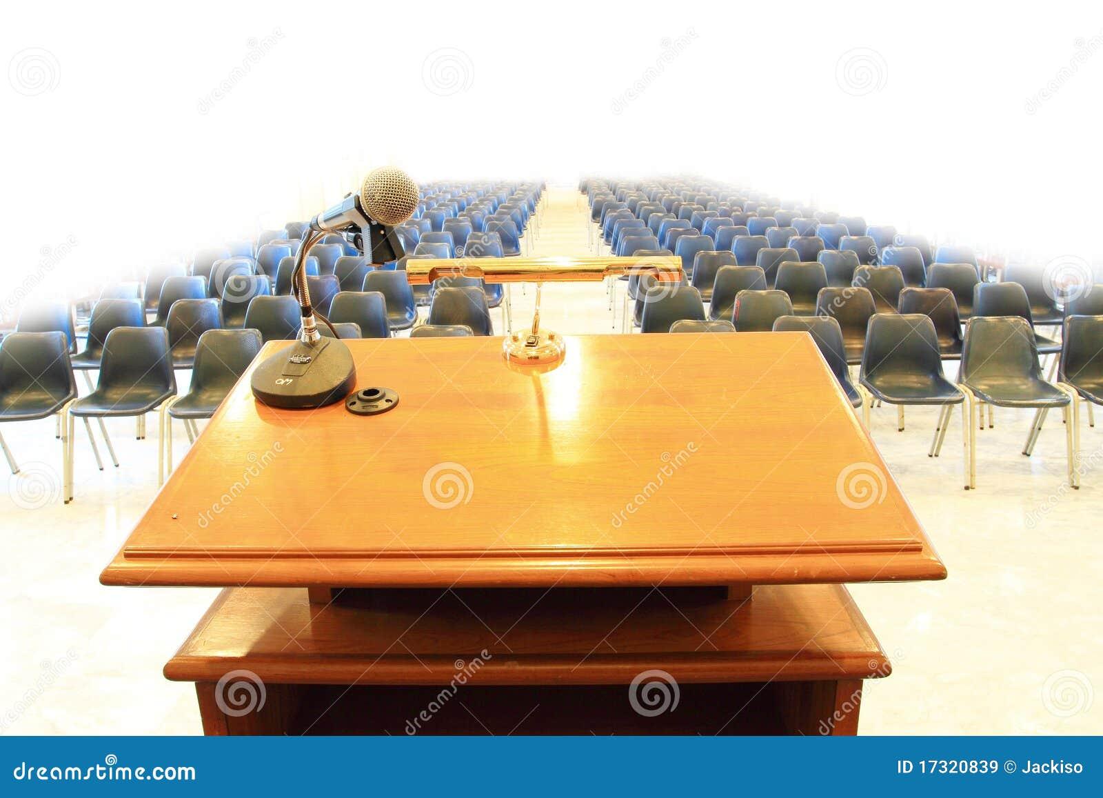 Εξέδρα στην αίθουσα συνεδριάσεων