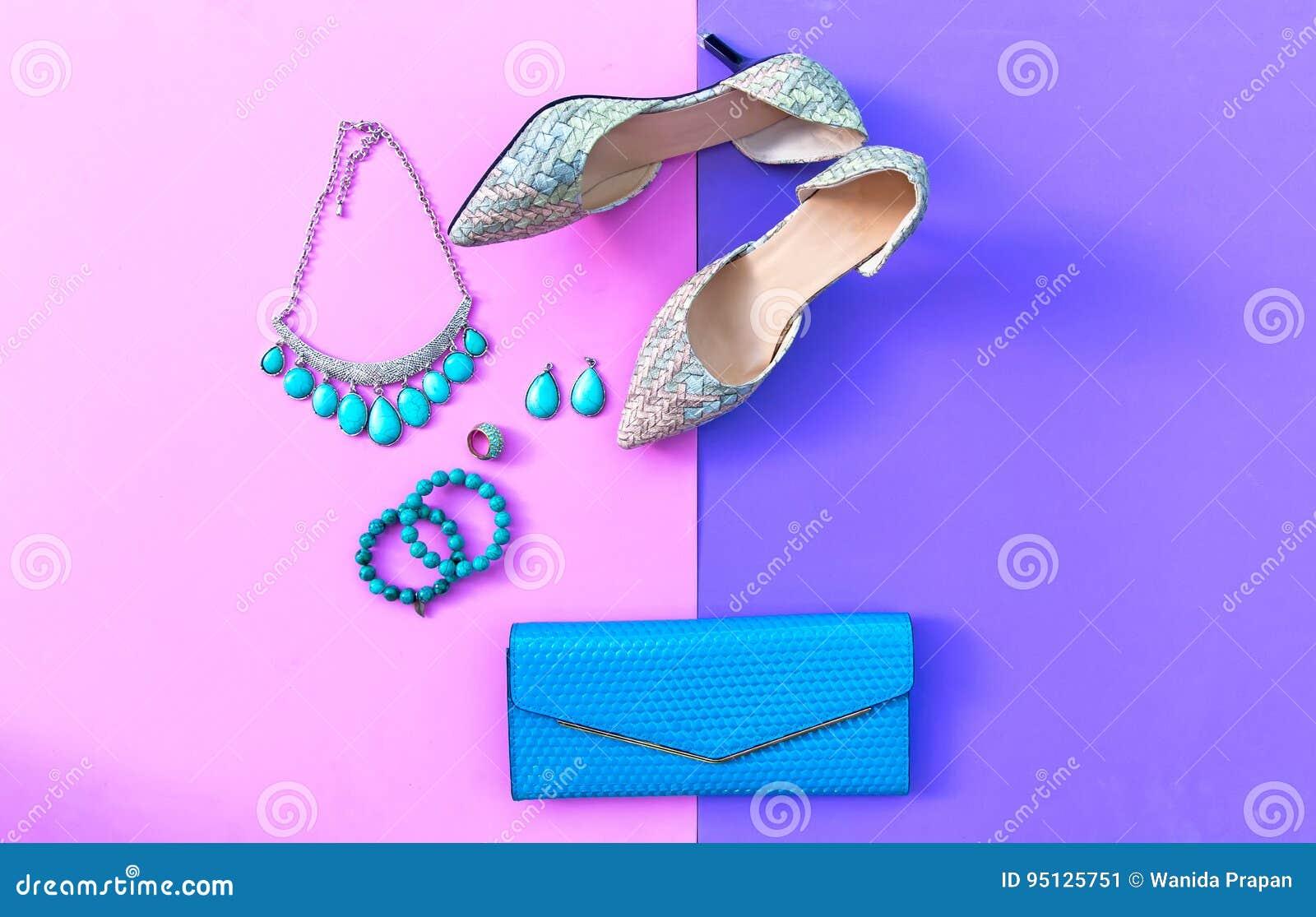 39d1a6ee6a Εξαρτήματα γυναικών μόδας καθορισμένα Καθιερώνοντα τη μόδα τακούνια  παπουτσιών μόδας