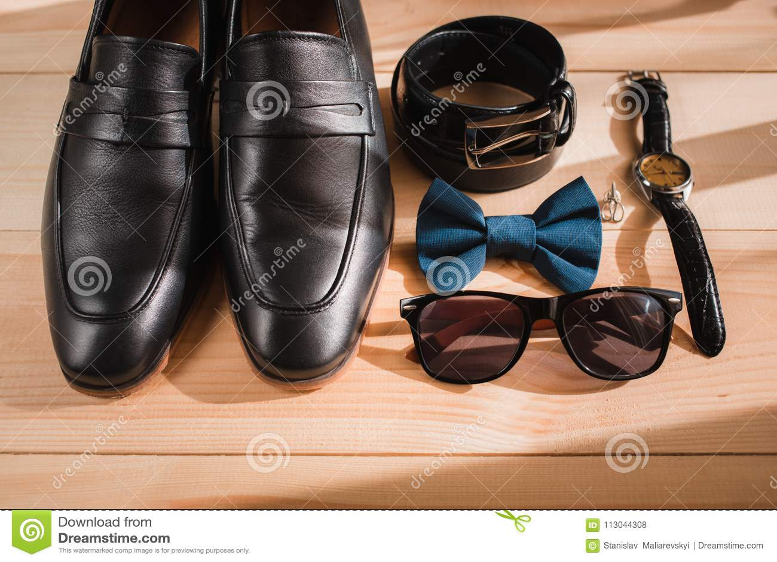 Εξαρτήματα επιχειρηματιών Ύφος ατόμων ` s Εξαρτήματα ατόμων ` s: Πεταλούδα ατόμων ` s, παπούτσια ατόμων ` s, ρολόγια ατόμων ` s