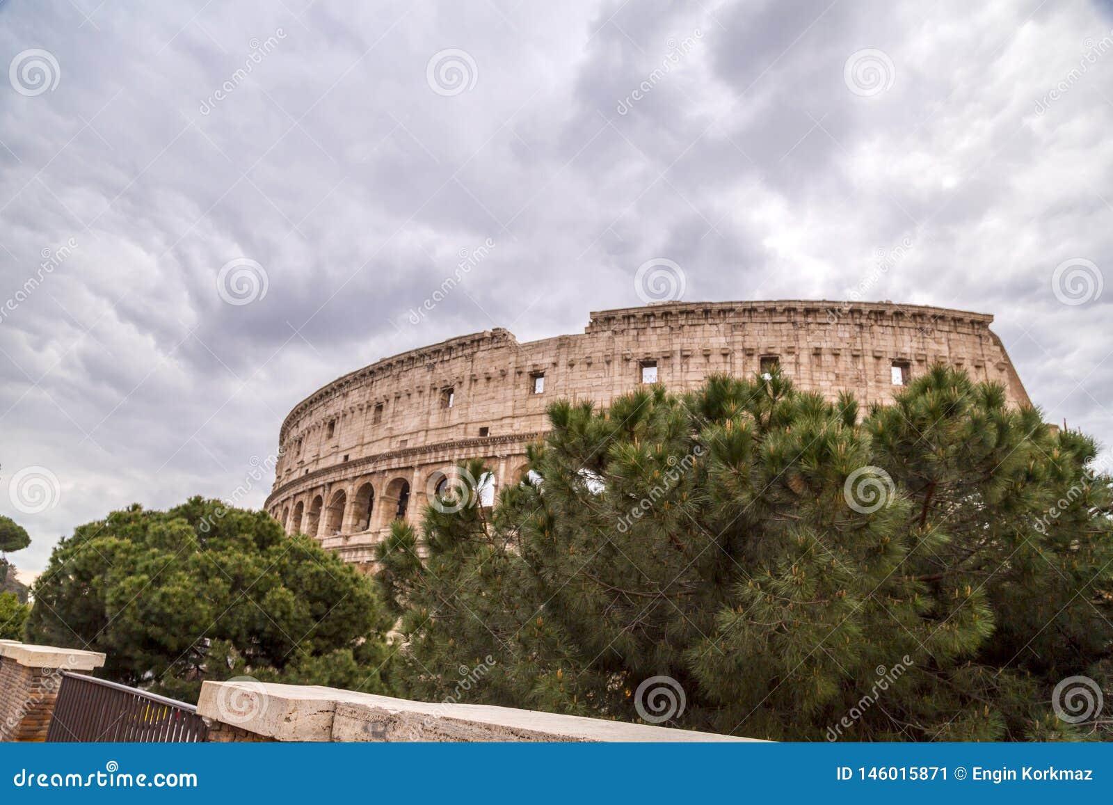Εξωτερική άποψη του αρχαίου ρωμαϊκού Colloseum στη Ρώμη