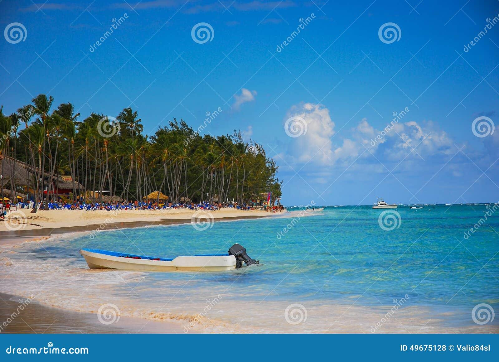 Εξωτική παραλία στη Δομινικανή Δημοκρατία