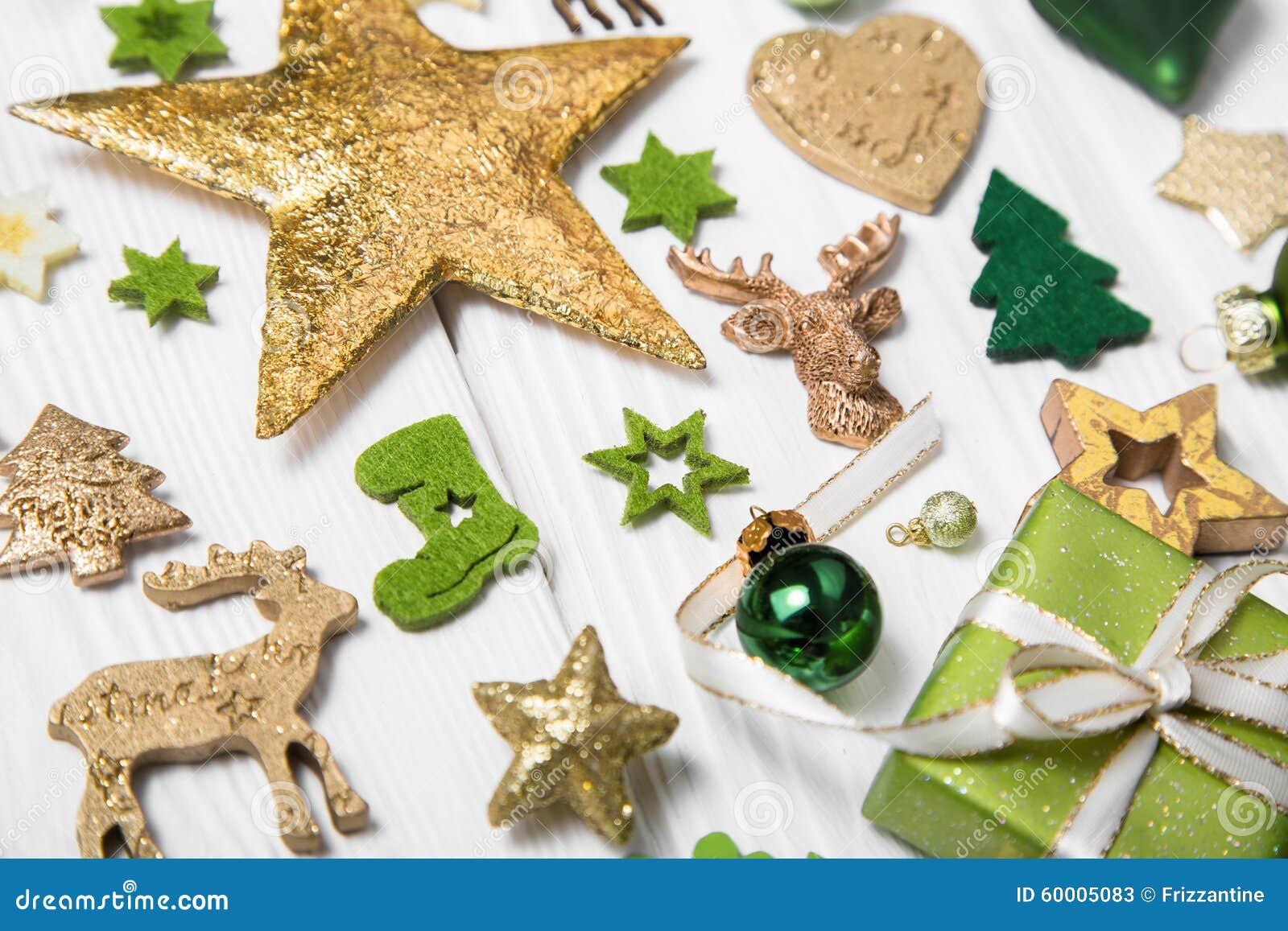 Εορταστική διακόσμηση Χριστουγέννων ανοικτό πράσινο, άσπρο και χρυσό σε ομο