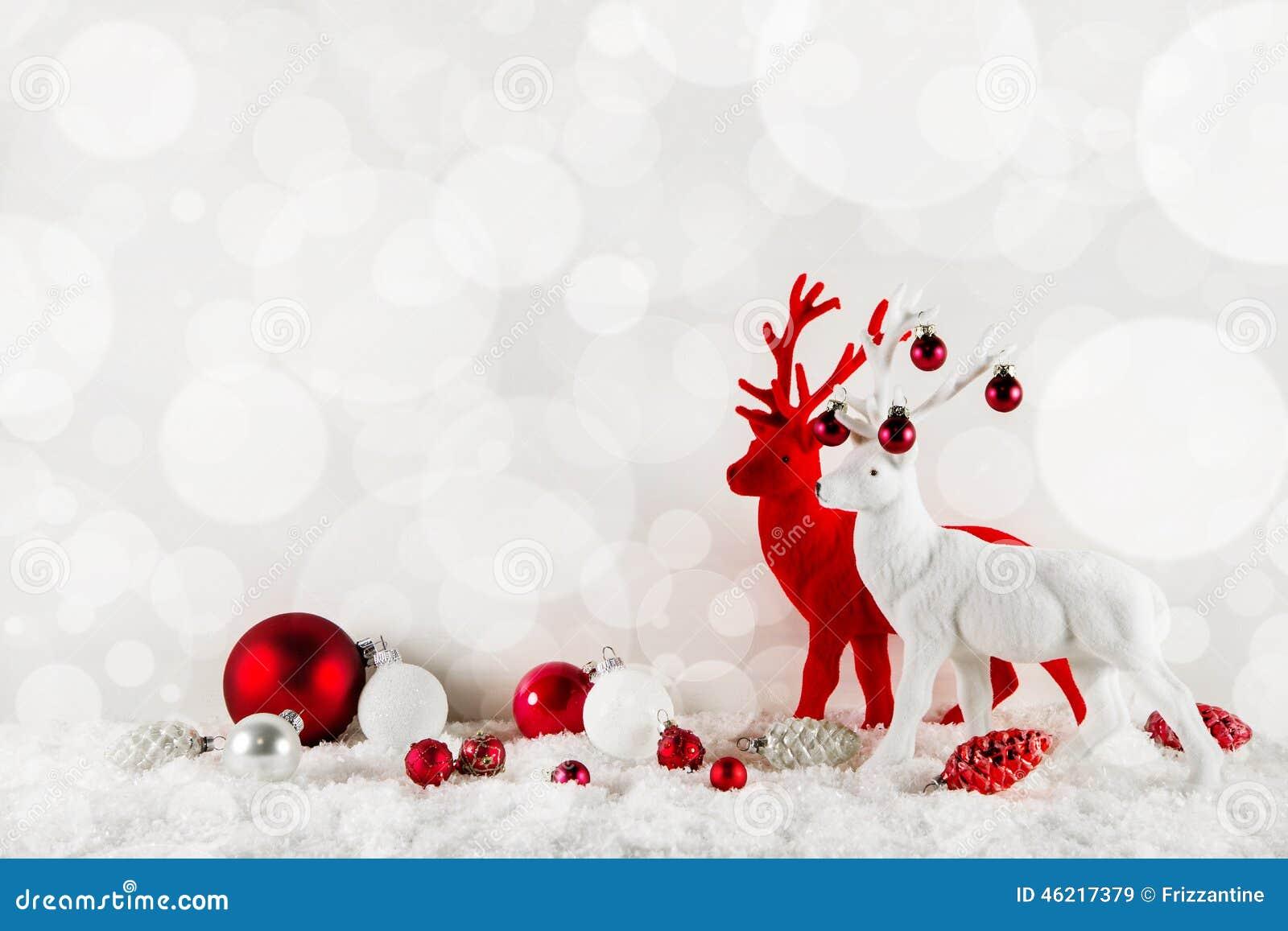 Εορταστικό κομψό υπόβαθρο Χριστουγέννων στα κλασσικά χρώματα: κόκκινο