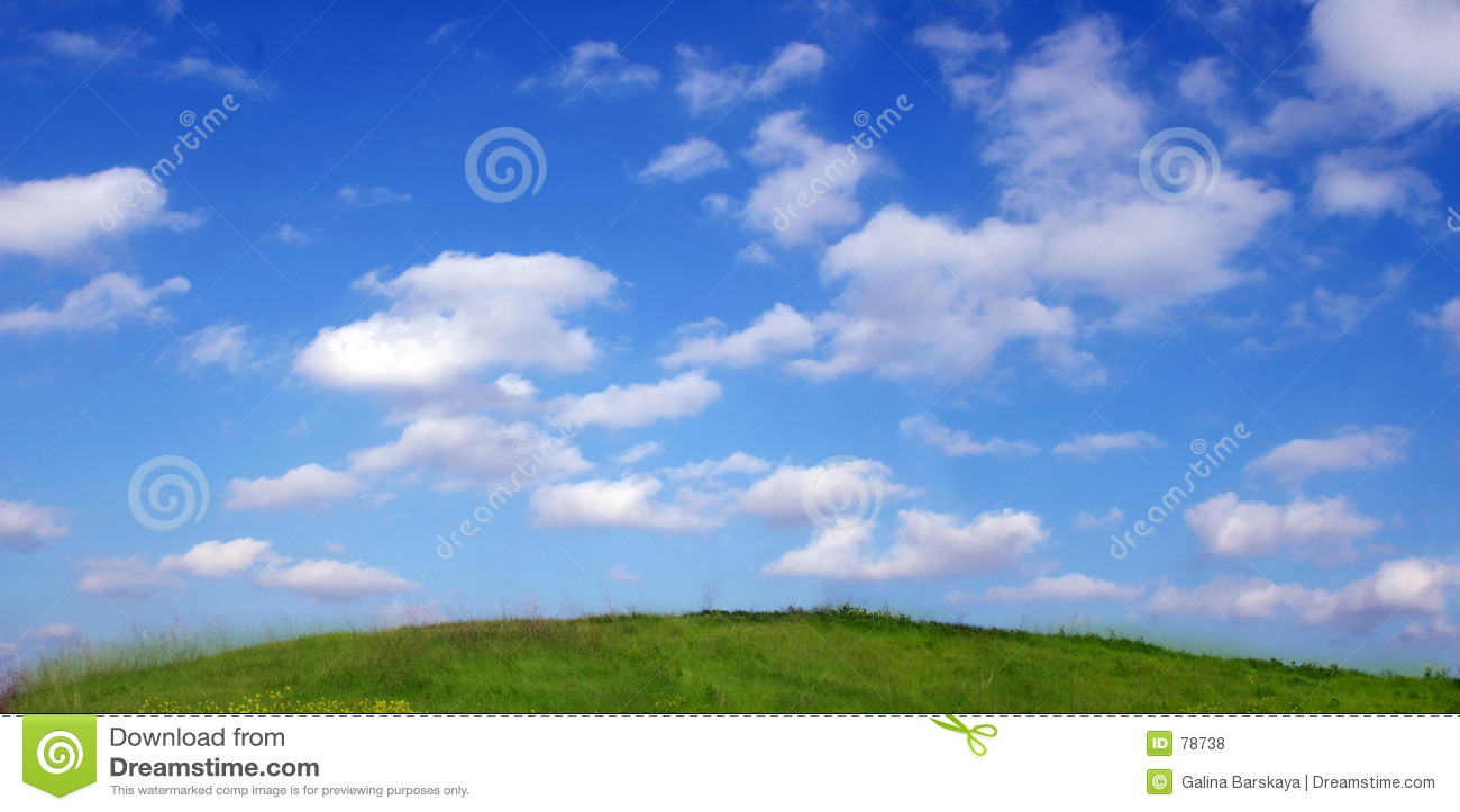 επάνω από τον ουρανό λόφων σύννεφων ανασκόπησης