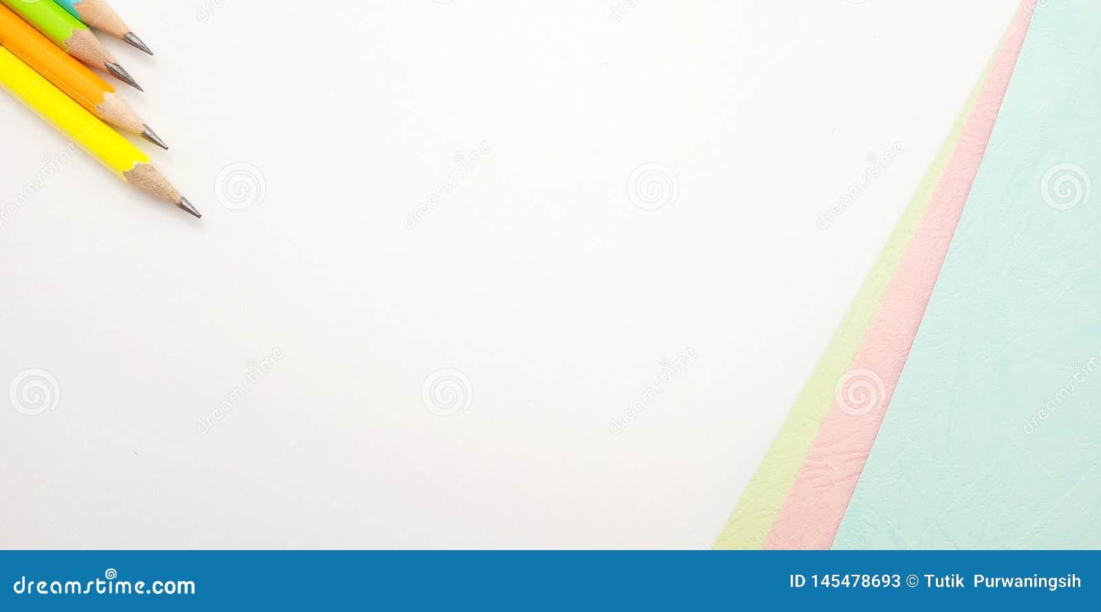Επίπεδος βάλτε, άσπρο ρόδινο μπλε κενό πρότυπο φωτογραφιών για το σχέδιο στοιχείων υποβάθρου για το μήνυμα, απόσπασμα, τοποθέτηση