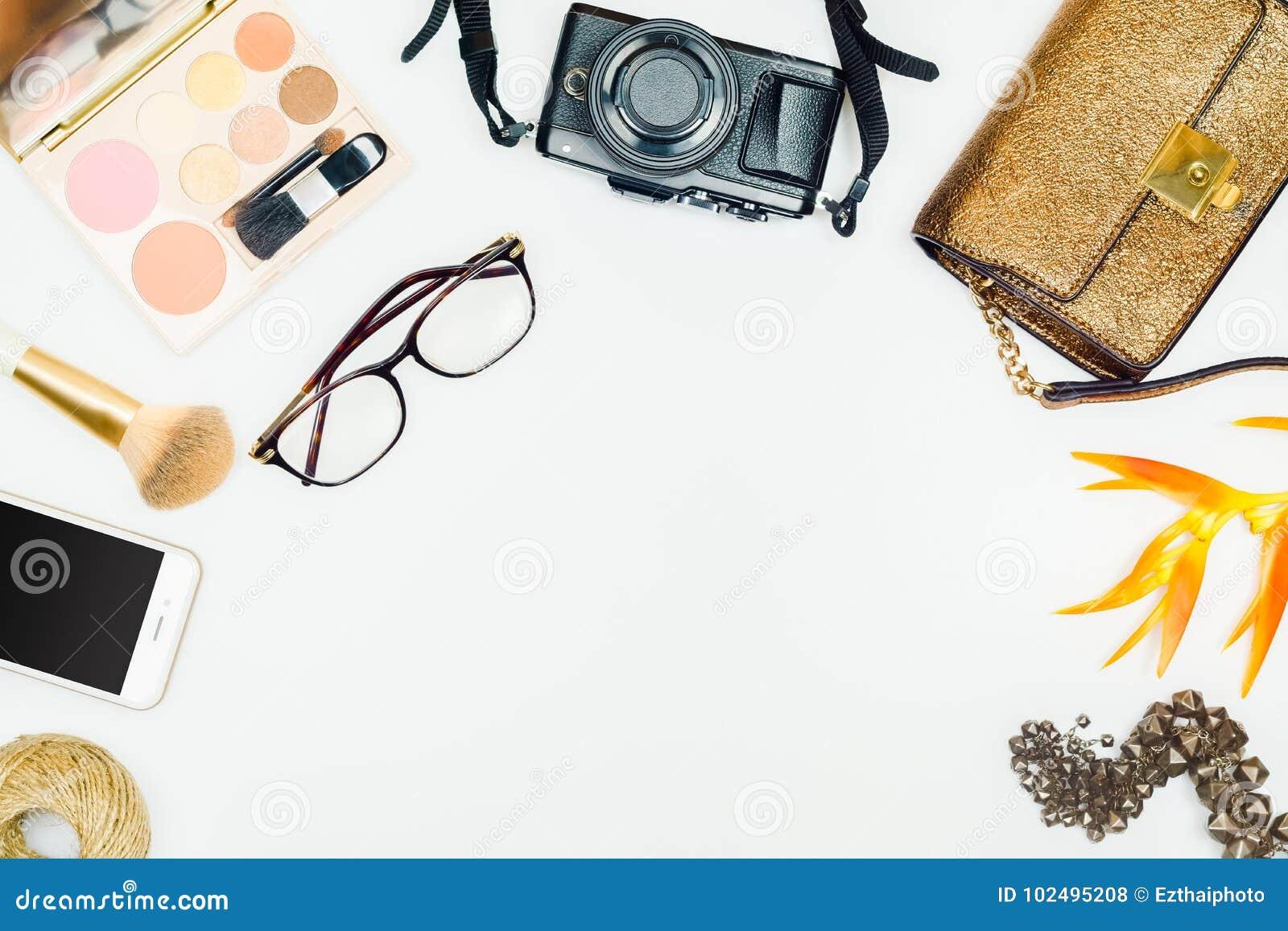 Επίπεδος βάλτε της γυναίκας μόδας Θηλυκό καλλυντικό υπόβαθρο Overhea