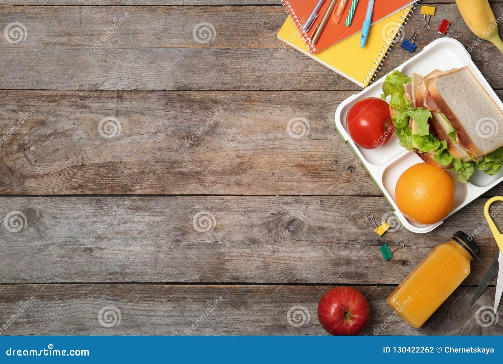 Επίπεδος βάλτε τη σύνθεση με τα υγιή τρόφιμα για το παιδί σχολείου