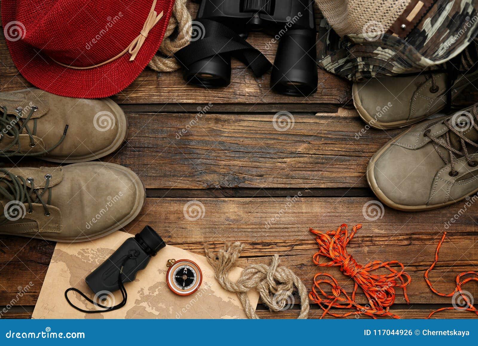 Επίπεδος βάλτε τη σύνθεση με τον εξοπλισμό στρατοπέδευσης