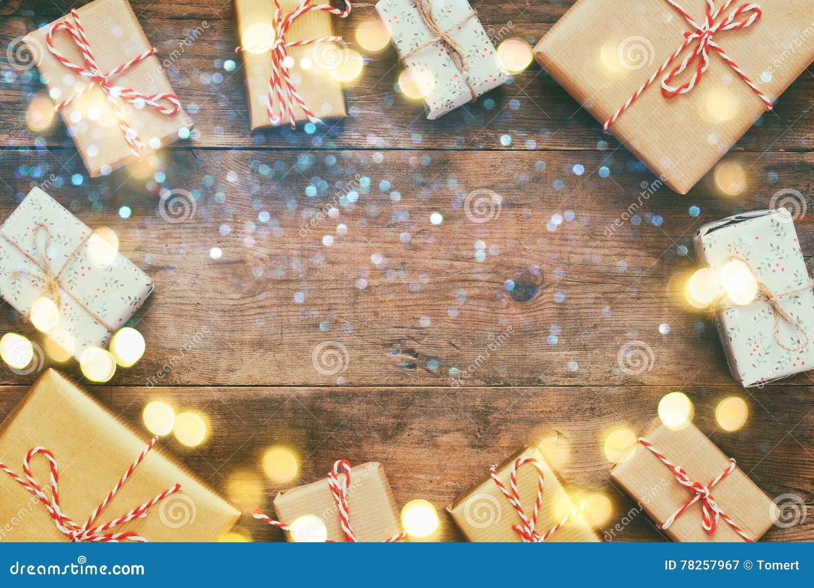 Επίπεδος βάλτε την εικόνα των χειροποίητων κιβωτίων δώρων και των λαμπρών φω των