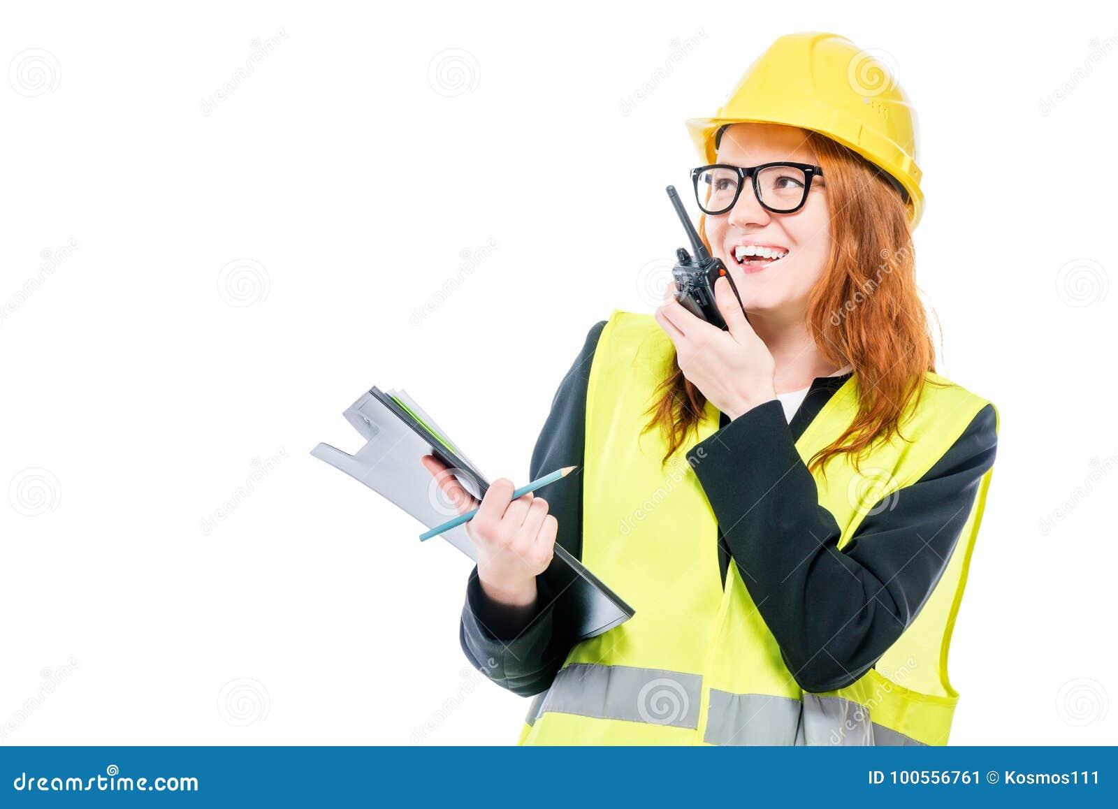 Επαγγελματικός επιστάτης κοριτσιών με walkie-talkie στο λευκό
