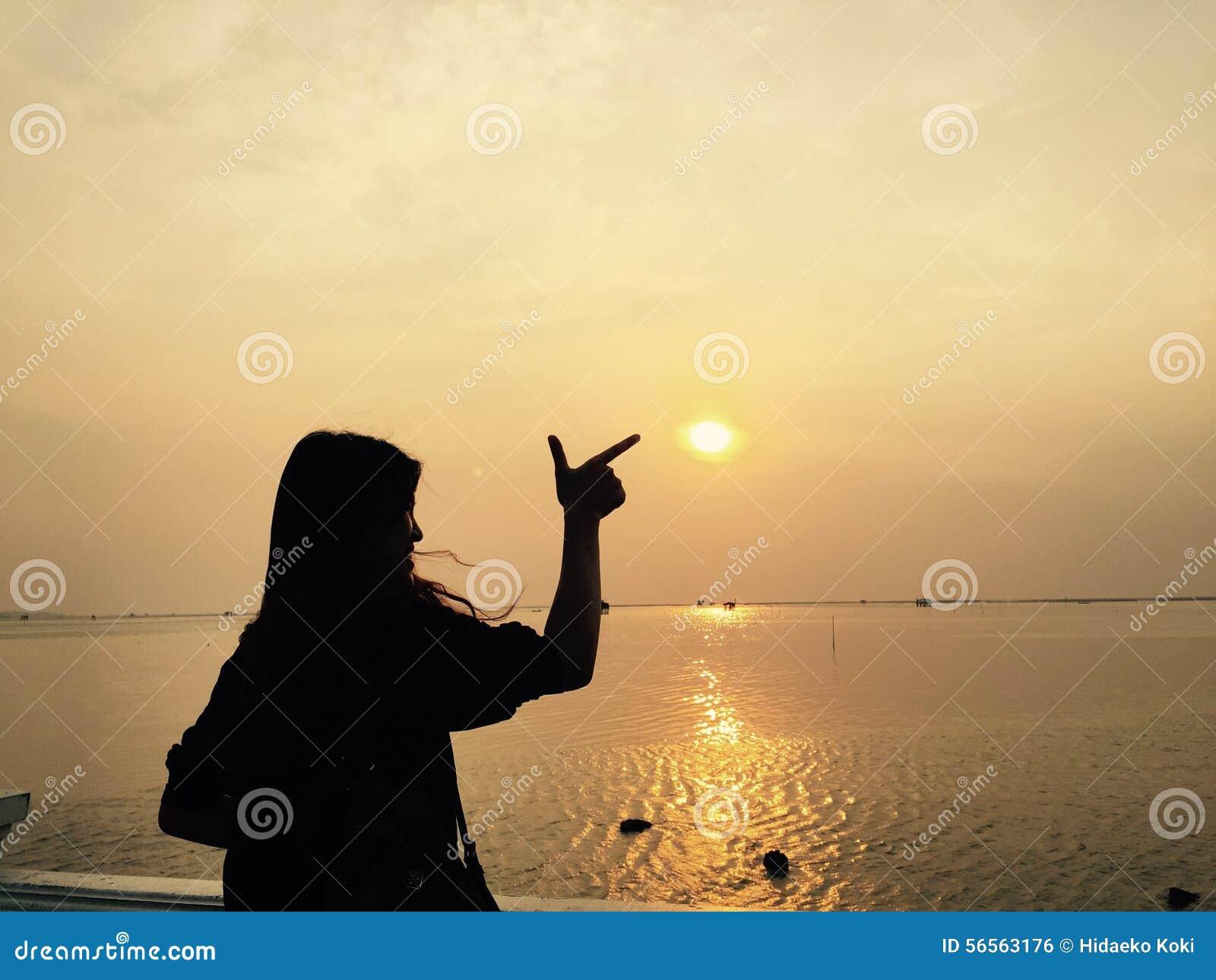 Download επεξεργασμένο καλυμμένο σκηνή ηλιοβασίλεμα έκθεσης Hdr πολύ Εκδοτική Εικόνες - εικόνα από βράδυ, ηλιοβασίλεμα: 56563176