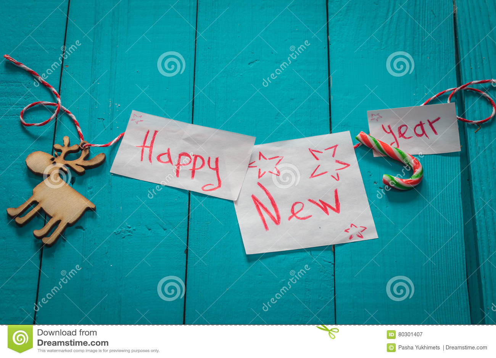 επιγραφή καλής χρονιάς στο ξύλινο υπόβαθρο