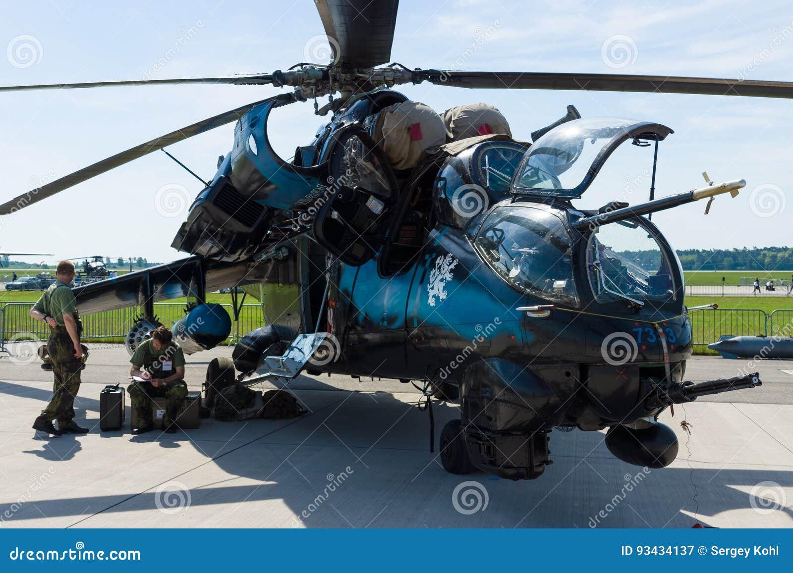 Επιθετικό ελικόπτερο με τις ικανότητες Mil mi-24 μεταφορών οπίσθιες
