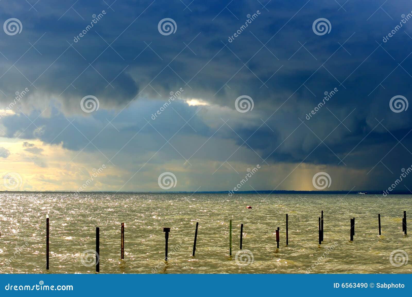επικείμενη θύελλα