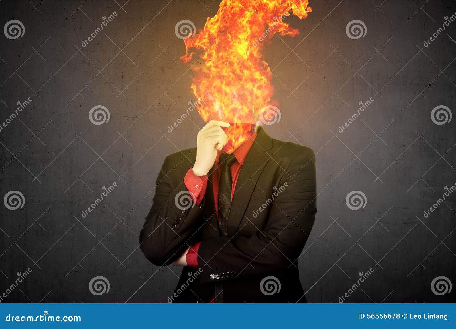 Download Επικεφαλής επιχειρησιακό άτομο πυρκαγιάς Απεικόνιση αποθεμάτων - εικονογραφία από περίεργα, κίνδυνος: 56556678