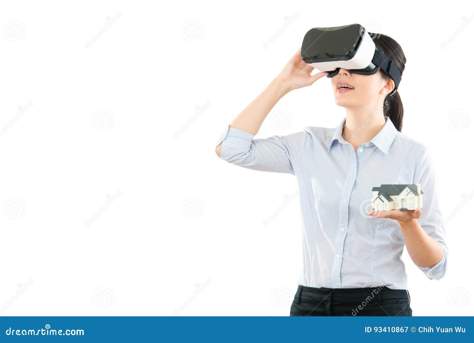Επικοινωνία γυναικών με τα γυαλιά κασκών VR