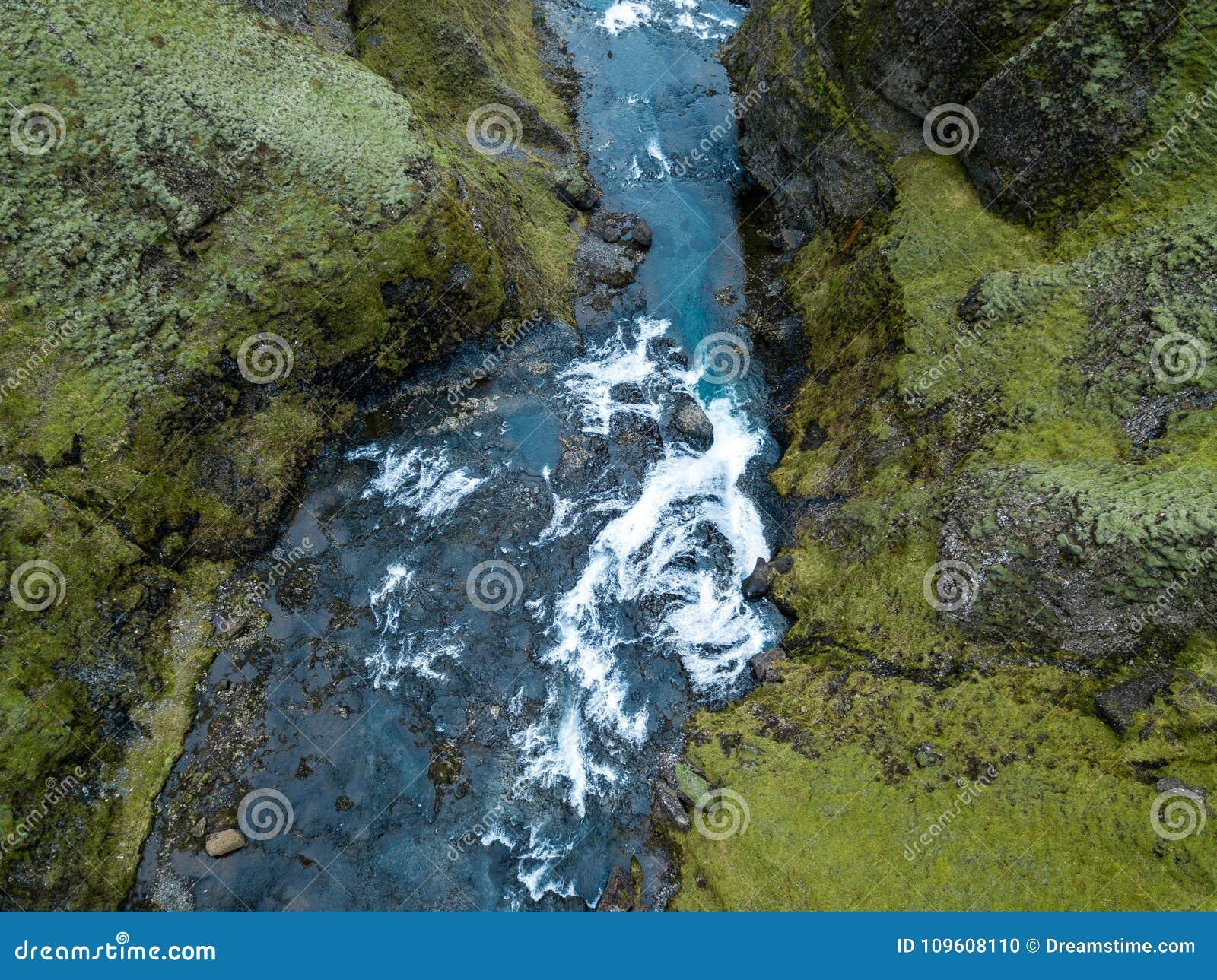 Επικό φαράγγι νότια Ισλανδία της Ισλανδίας ` s φαραγγιών Fjadrargljufur