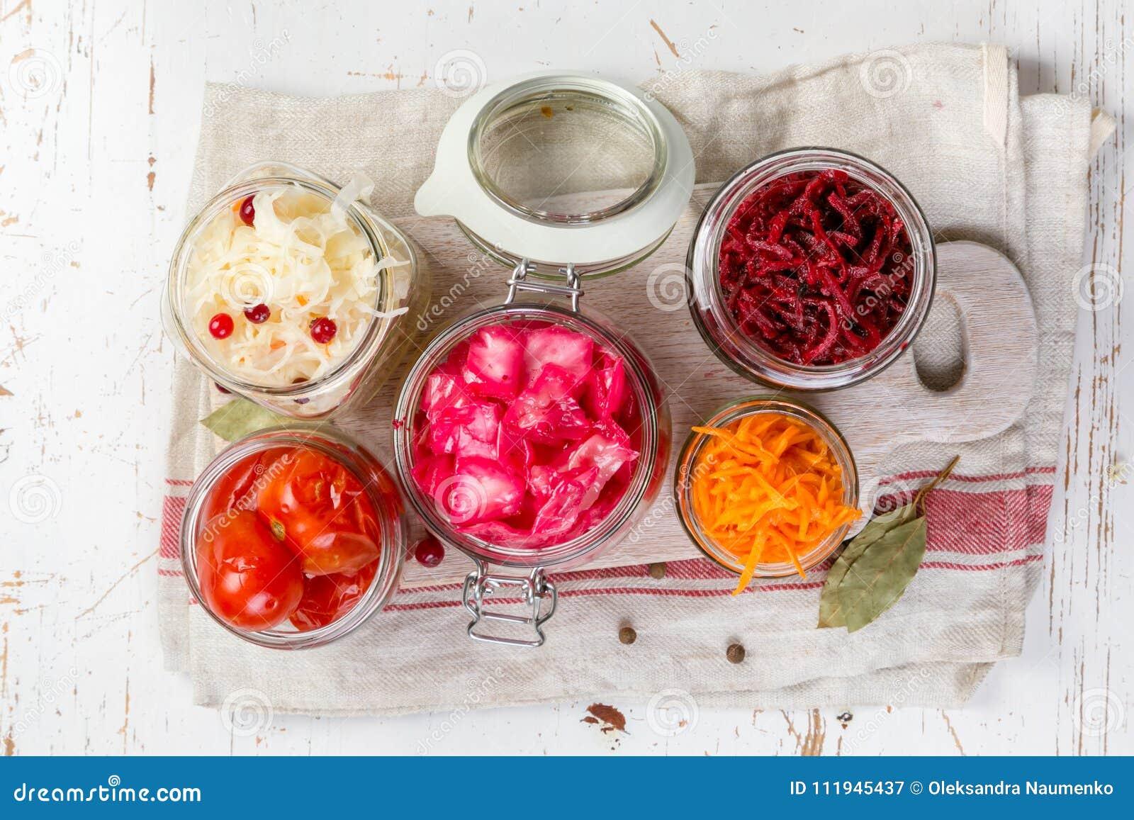 Επιλογή των ζυμωνομμένων τροφίμων - καρότο, λάχανο, ντομάτες, παντζάρια, διάστημα αντιγράφων