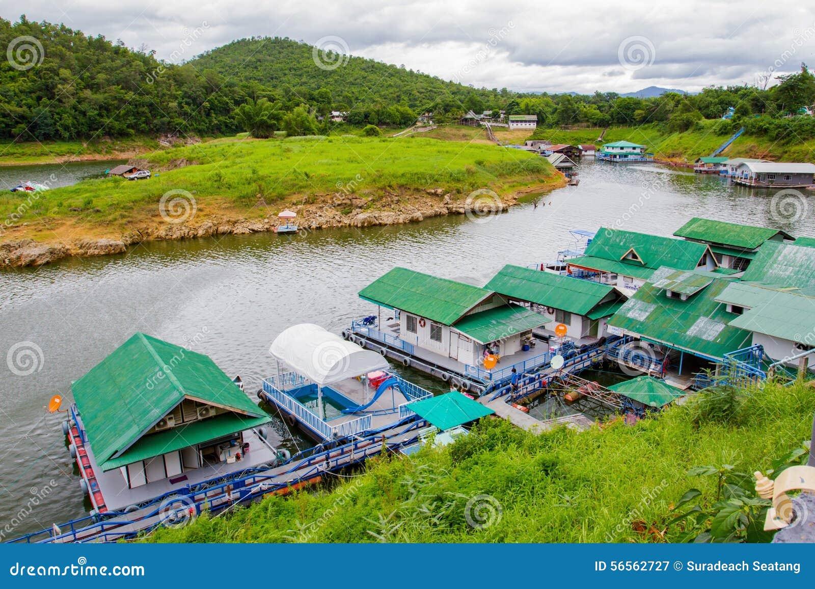 Download επιπλέων ποταμός Ταϊλάνδη Kwai Kanchanaburi σπιτιών ξενοδοχείων Εκδοτική Φωτογραφία - εικόνα από σπίτια, ασία: 56562727