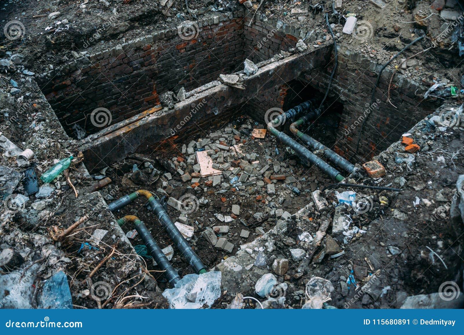 Επισκευή λυμάτων, σωλήνες χάλυβα υπονόμων ή σωλήνωση στο κιβώτιο τούβλου που ανοίγουν για την πρόληψη