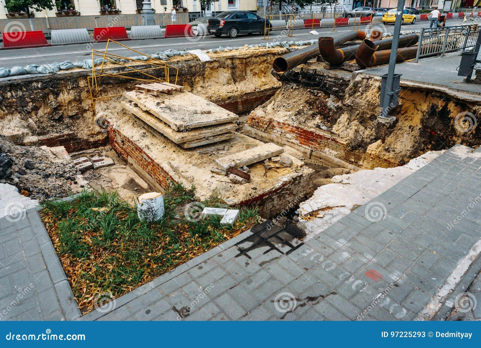 Επισκευή των δρόμων και των υπόγειων υδροσωλήνων στην πόλη Voronezh