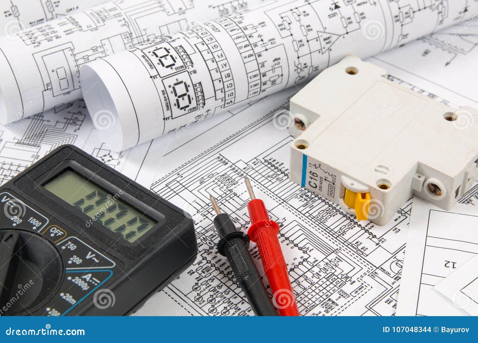 Επιστήμη, τεχνολογία και ηλεκτρονική Σχέδια ηλεκτρικής εφαρμοσμένης μηχανικής που τυπώνουν με το διακόπτη και το mulyimeter Επιστ