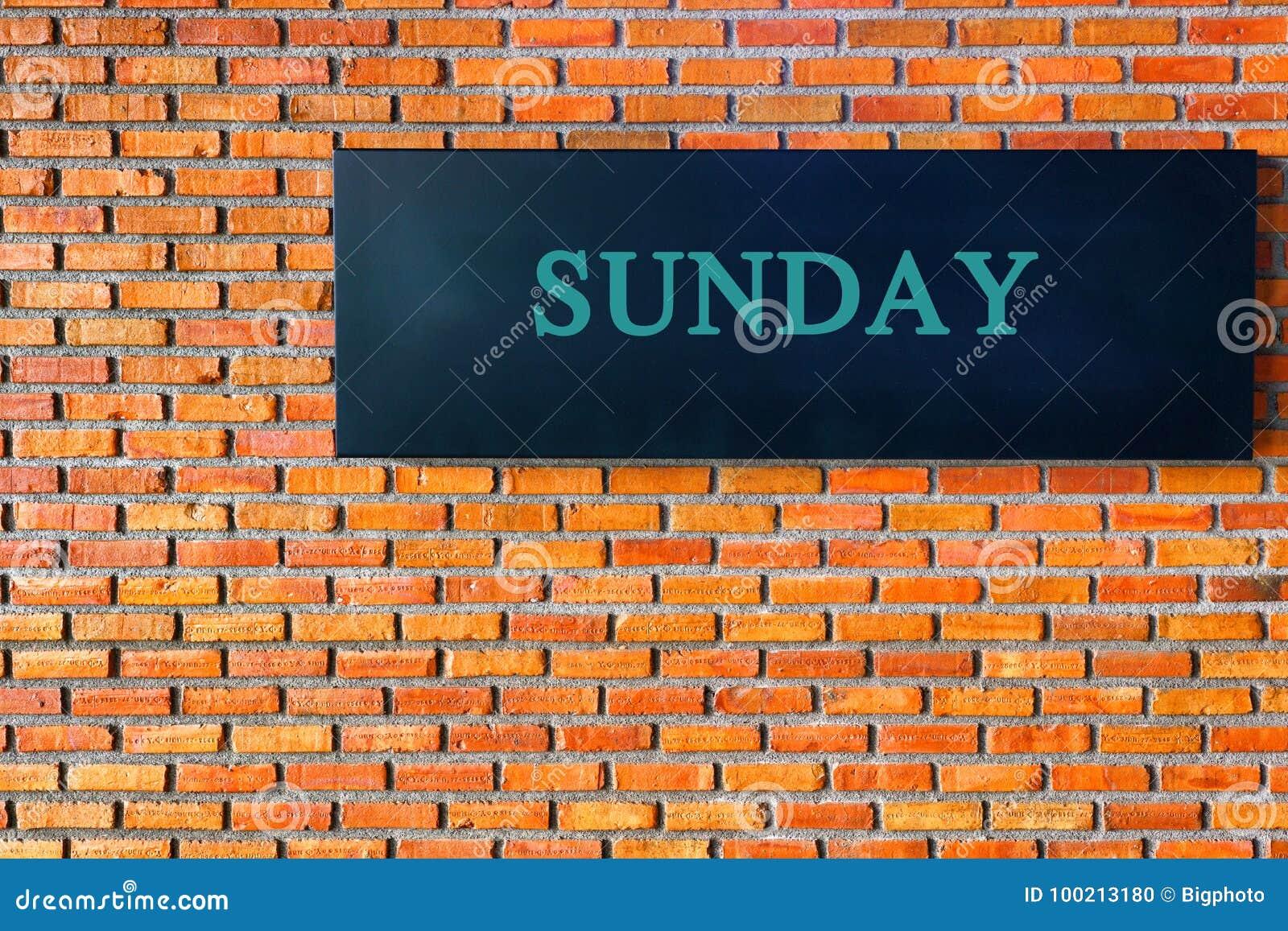 Επιστολές της Κυριακής σε ένα μαύρο υπόβαθρο με το τουβλότοιχο