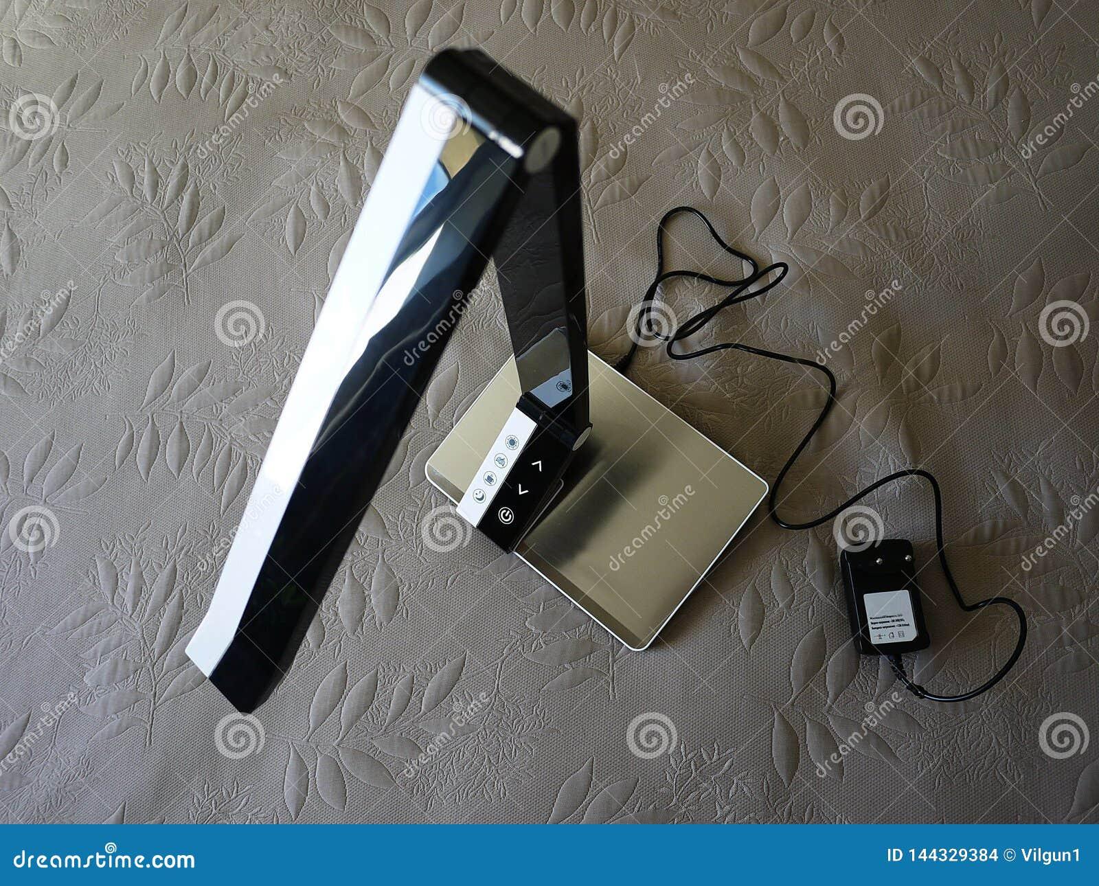 Επιτραπέζιος λαμπτήρας στο σπίτι Χρησιμοποιημένος για να φωτίσει το διάστημα του σπιτιού E