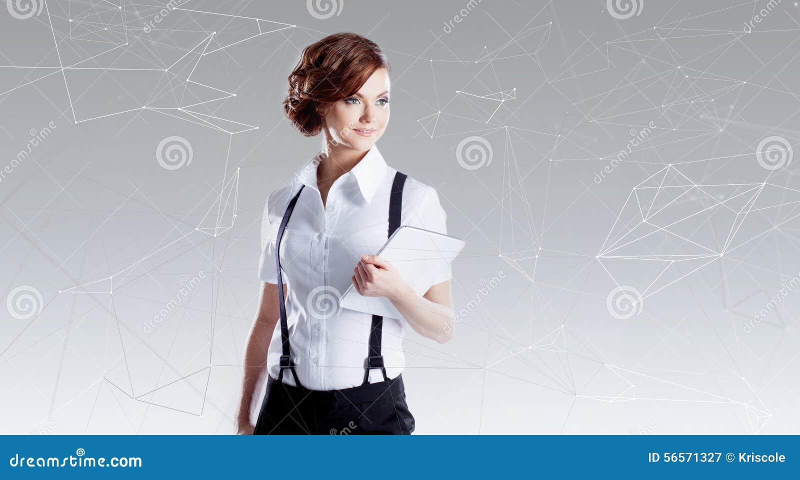 Download Επιτυχής επιχειρησιακή γυναίκα που εργάζεται στο Lap-top Στοκ Εικόνα - εικόνα από προόδου, μέλλον: 56571327
