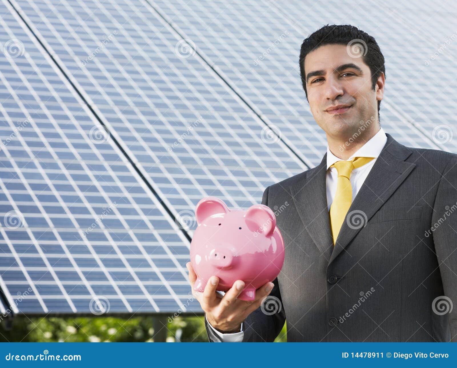 Επιχειρηματίας και ηλιακά πλαίσια