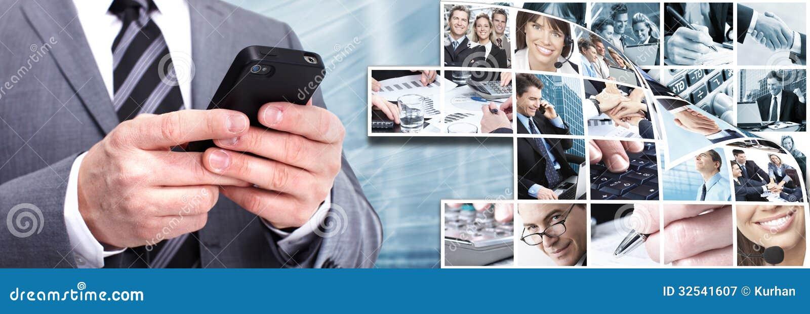 Επιχειρηματίας με ένα smartphone.