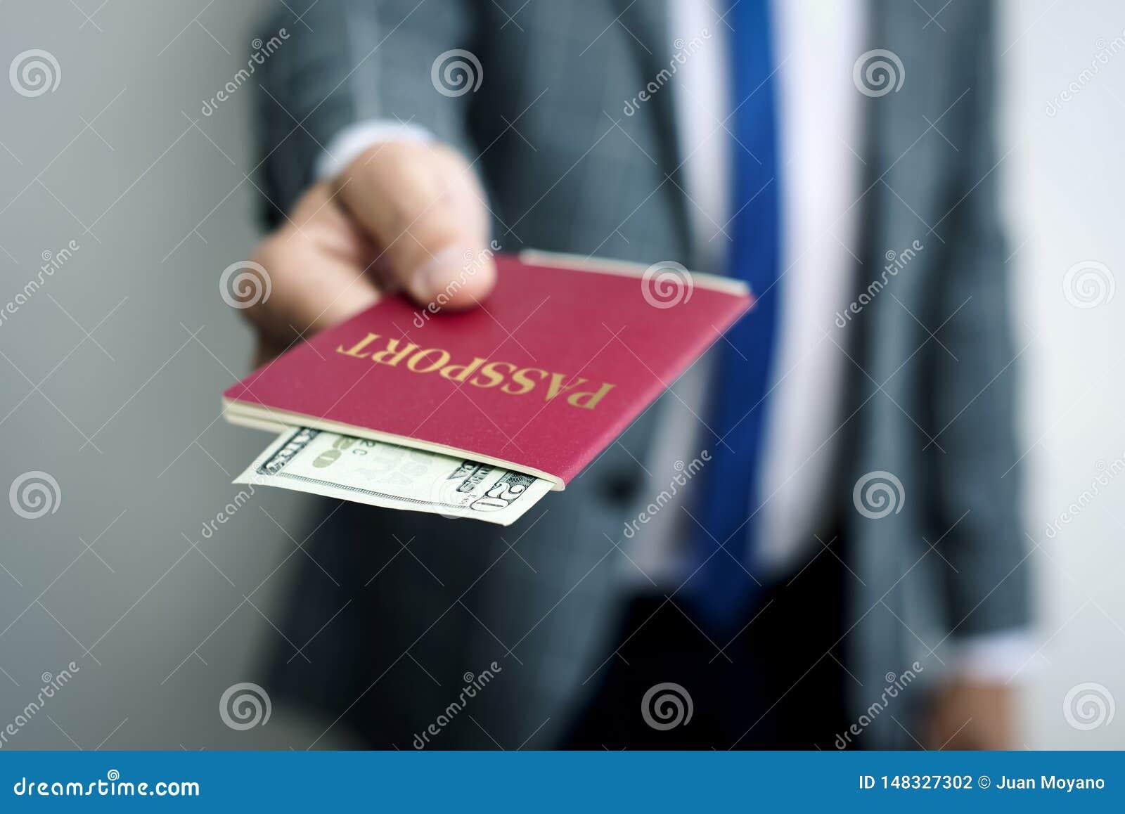 Επιχειρηματίας με 20 δολάρια στο διαβατήριό του