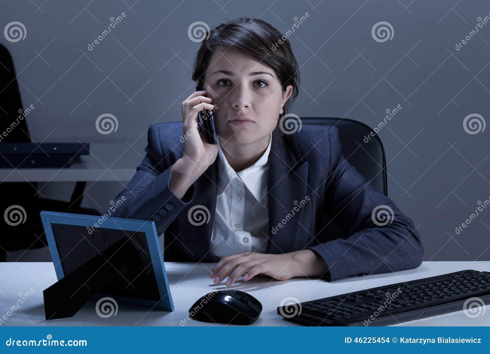 Επιχειρηματίας που είναι στο τηλέφωνο