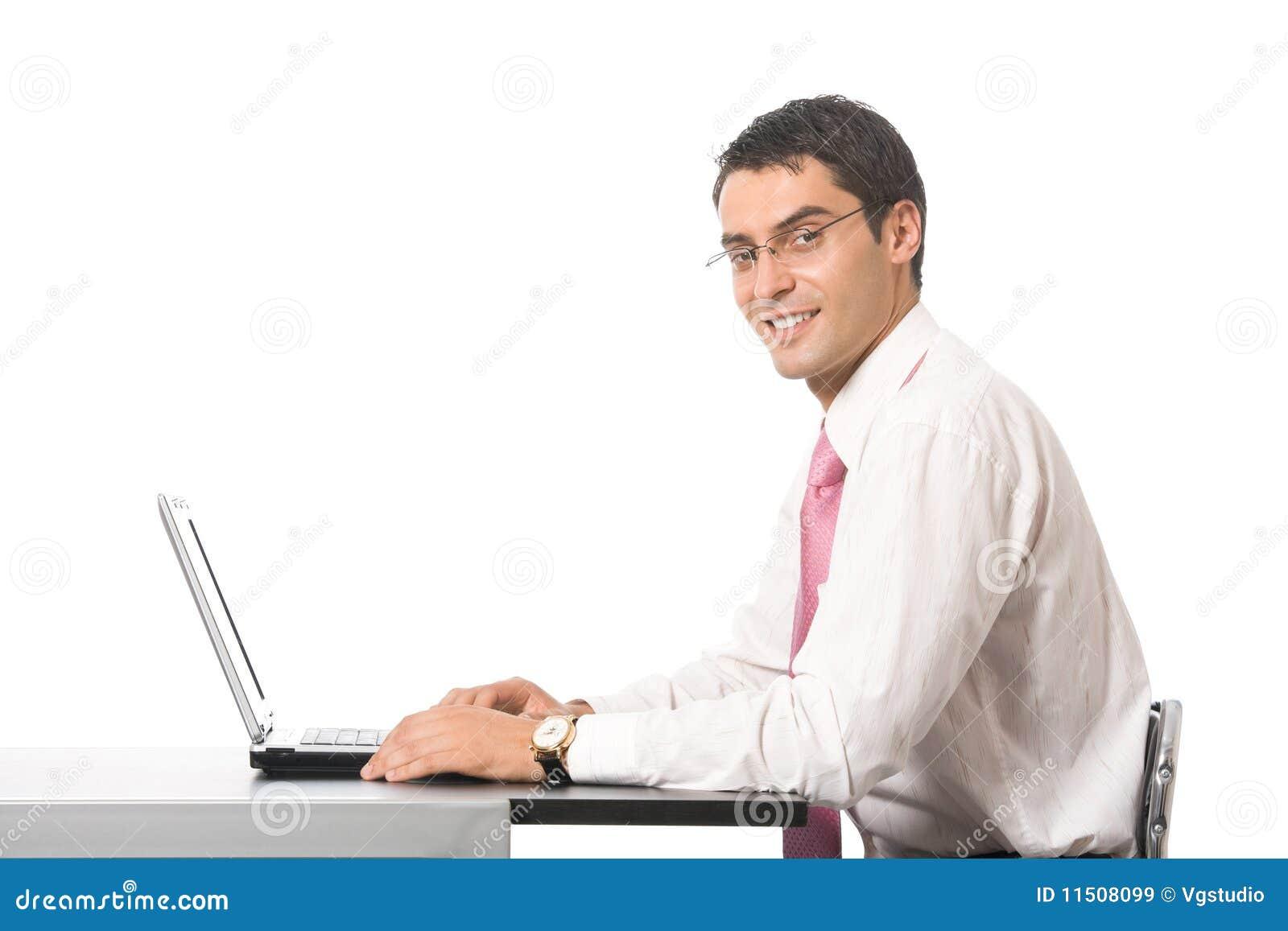 Επιχειρηματίας που εργάζεται με το lap-top