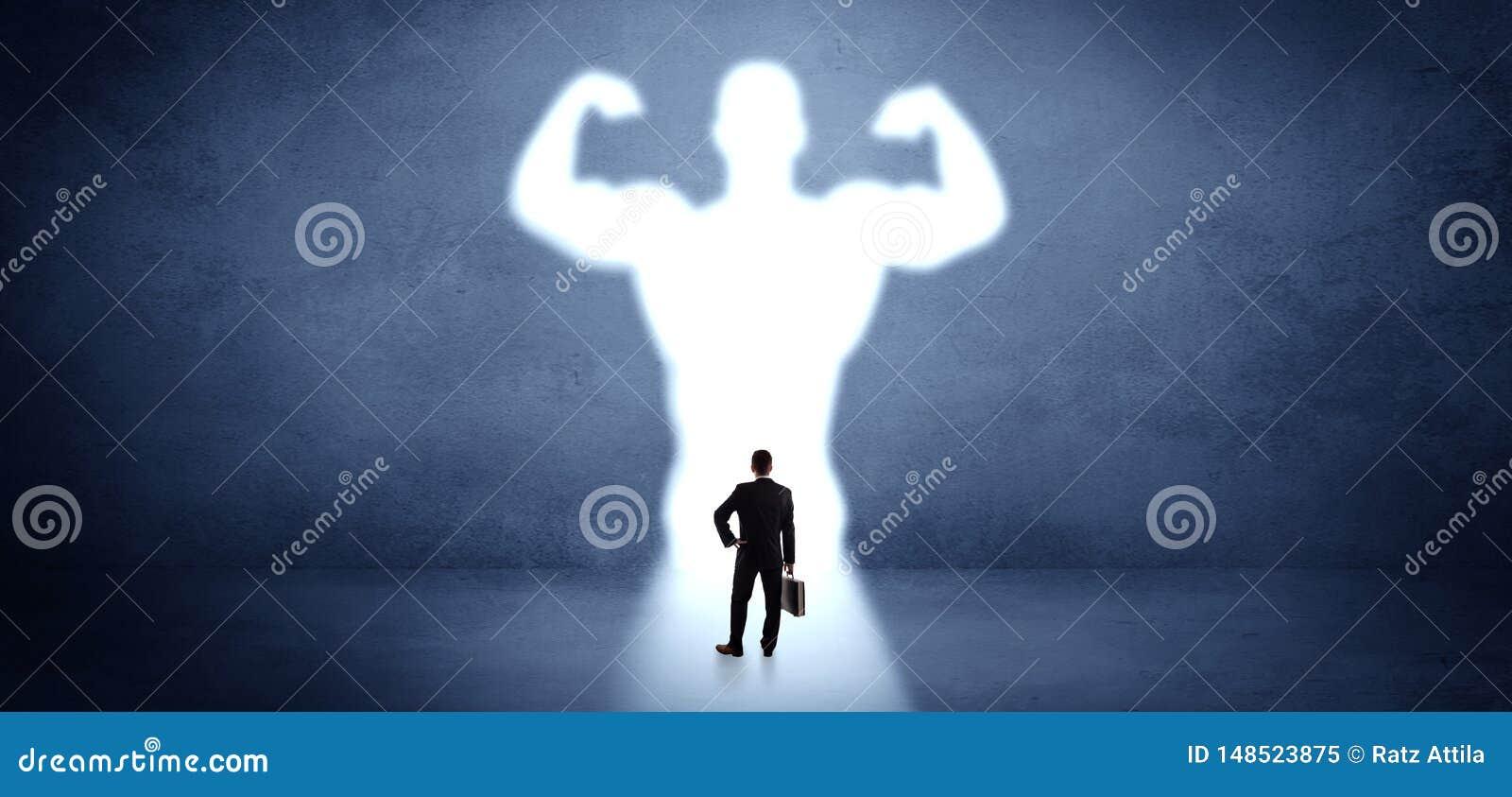 Επιχειρηματίας που στέκεται μπροστά από ένα ισχυρό όραμα ηρώων