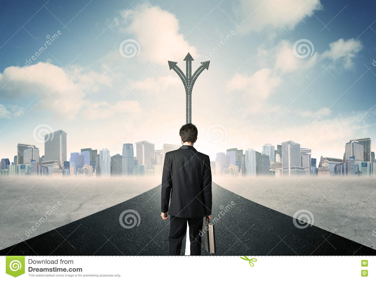 Επιχειρηματίας που στέκεται στο δρόμο