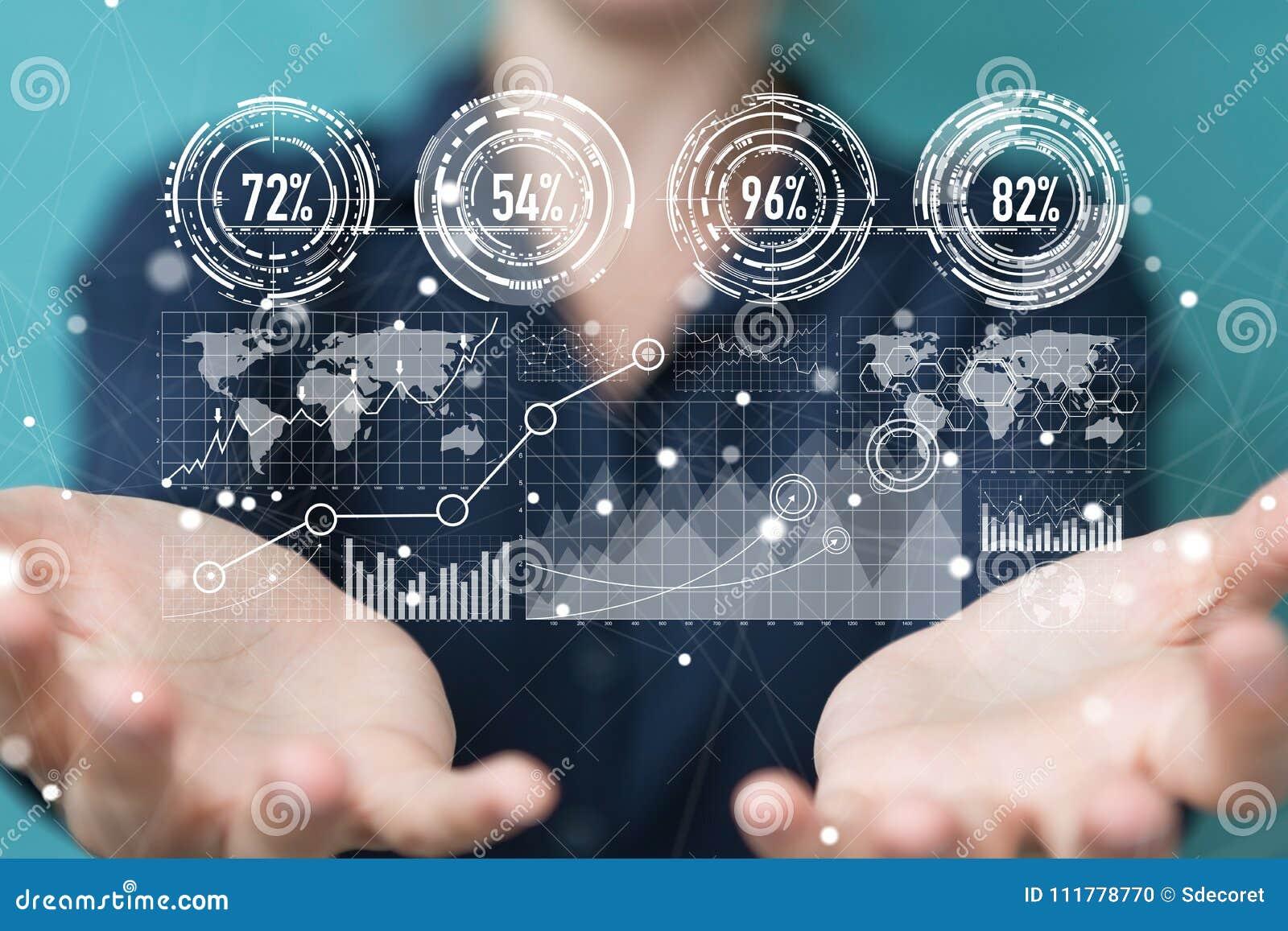 Επιχειρηματίας που χρησιμοποιεί τις ψηφιακές οθόνες με το τρισδιάστατο rend datas ολογραμμάτων