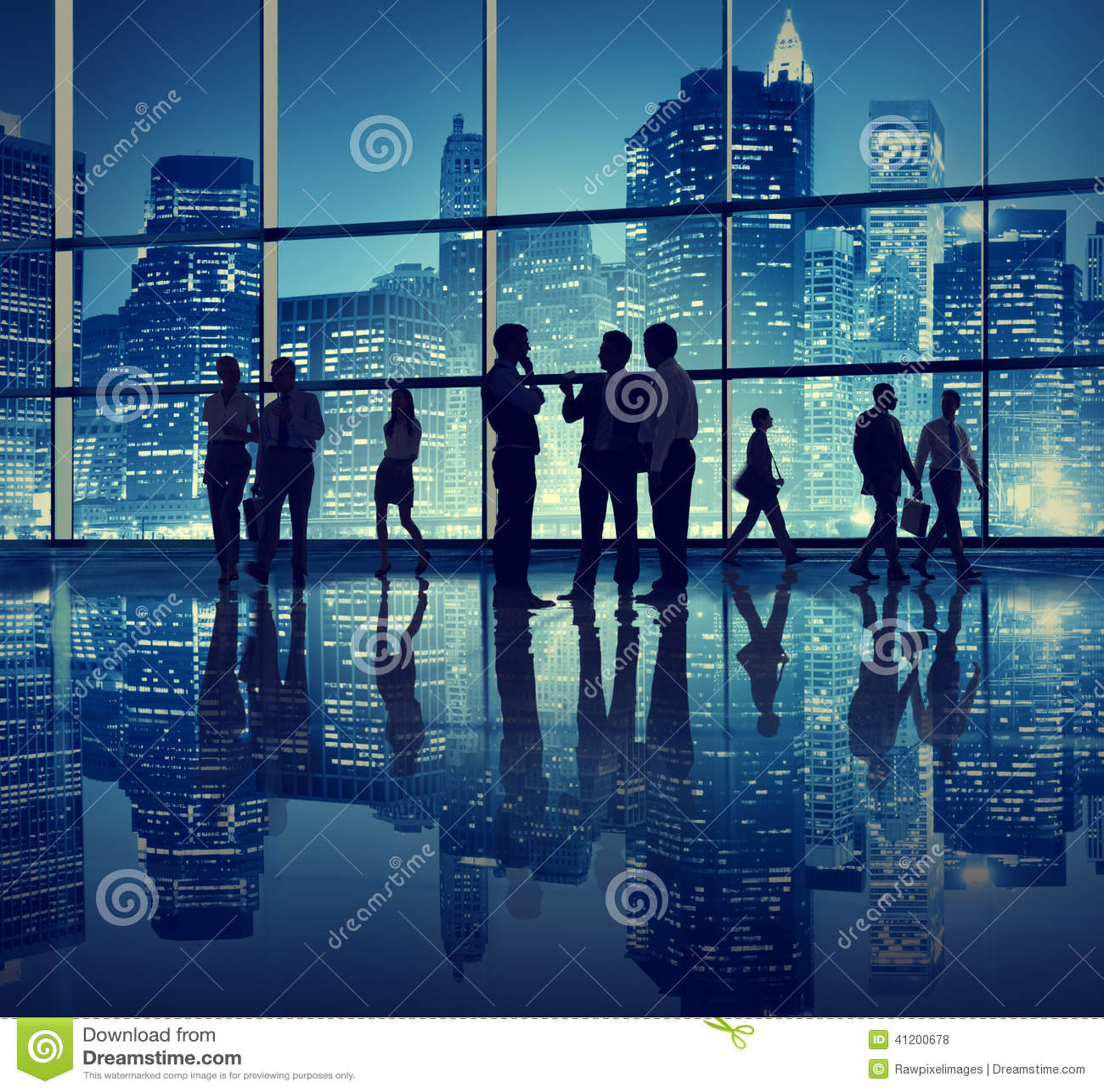 Επιχειρηματίες σε ένα κτίριο γραφείων