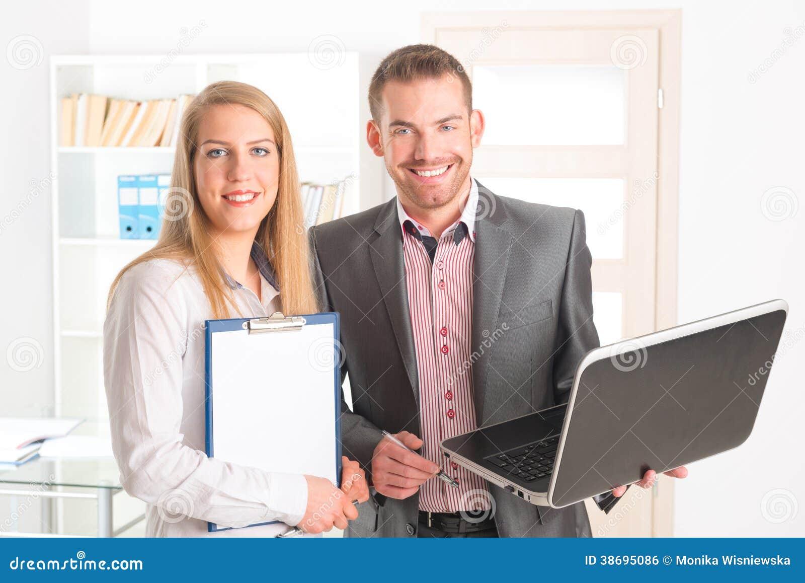 Επιχειρηματίες στο γραφείο