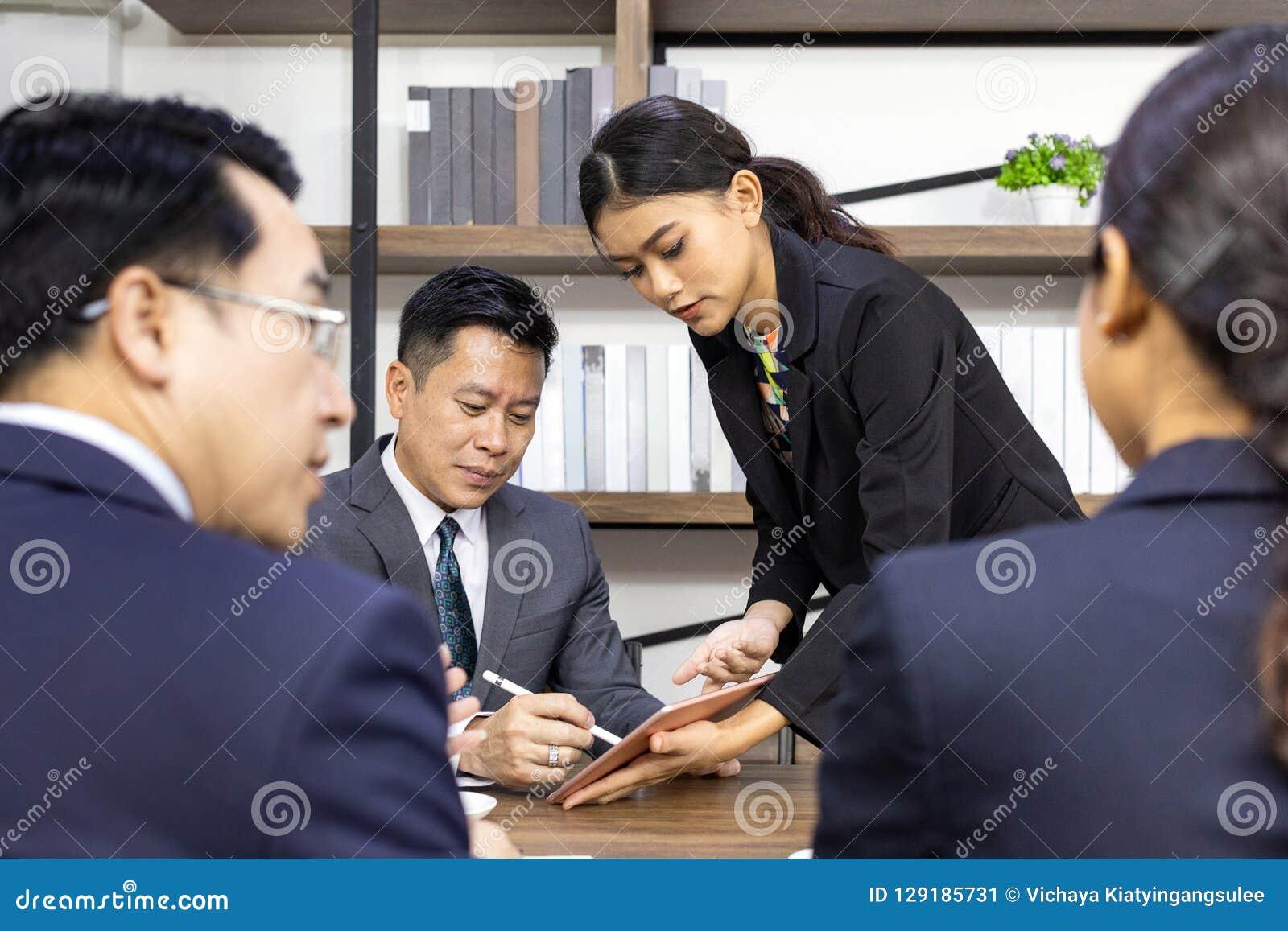 Επιχειρησιακή διαπραγμάτευση στον καφέ