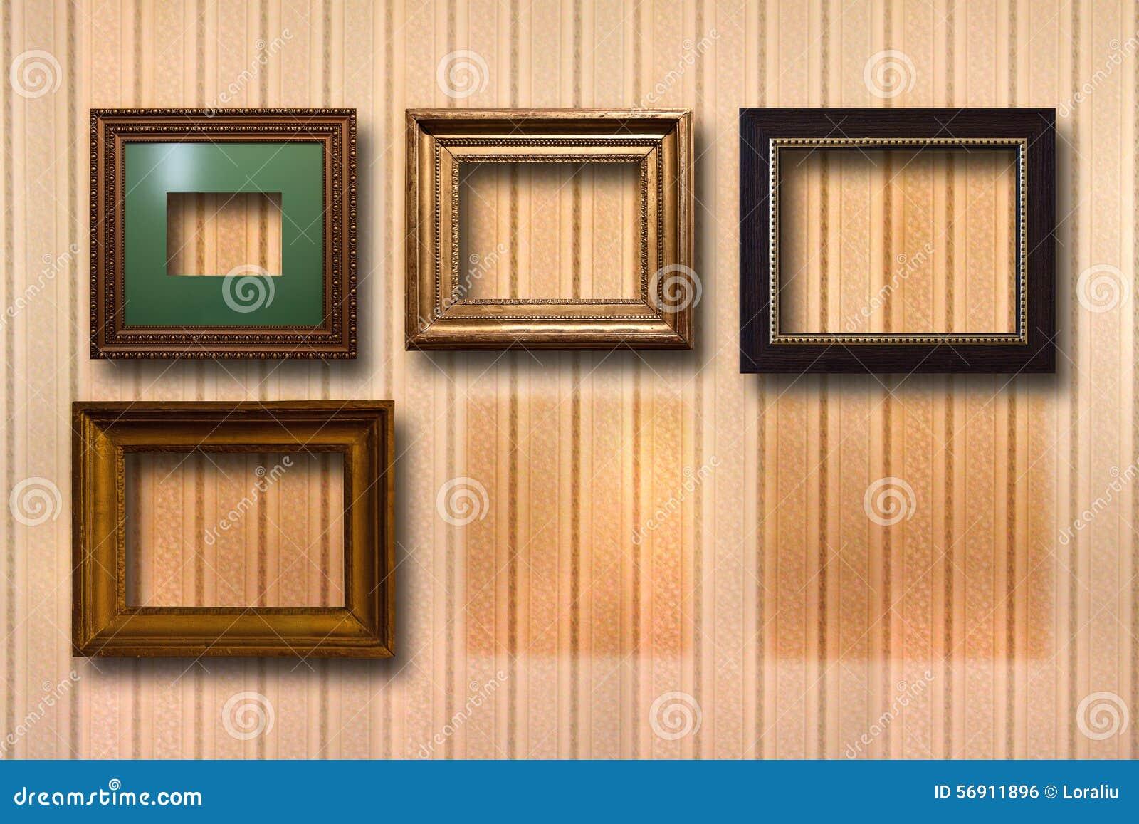 Επιχρυσωμένα ξύλινα πλαίσια για τις εικόνες στο υπόβαθρο