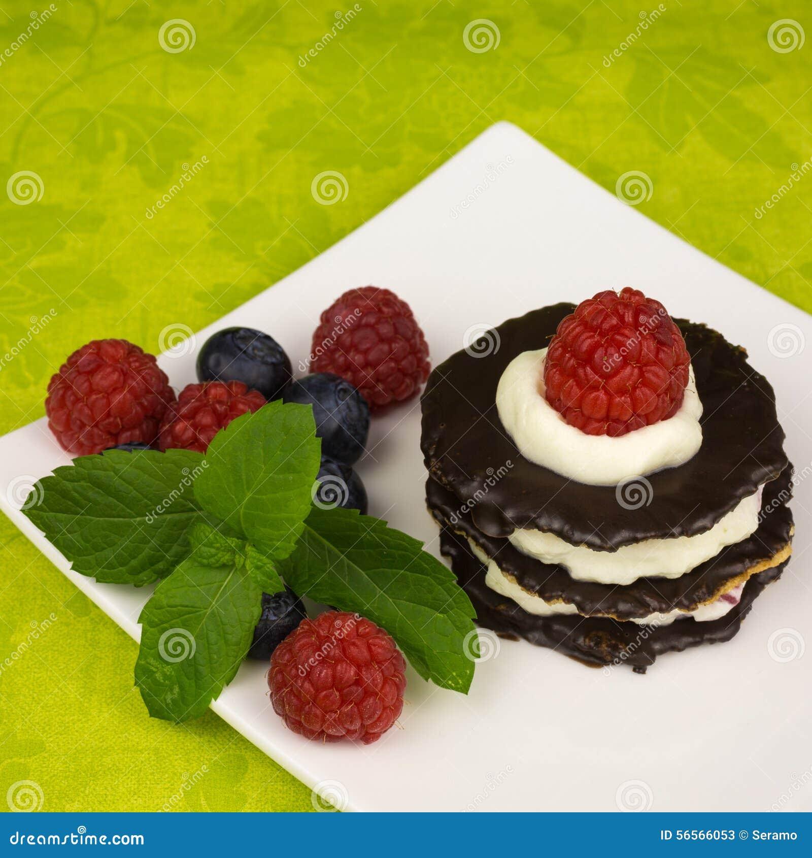 Download Επιδόρπιο σοκολάτας με τα μούρα Στοκ Εικόνα - εικόνα από κατανάλωση, φρέσκος: 56566053
