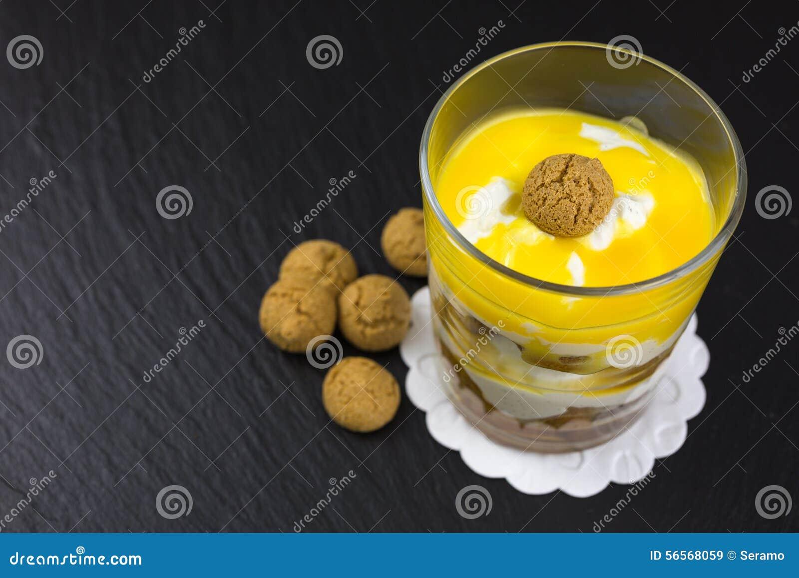 Download Επιδόρπιο Mascarpone με το Amarettini Στοκ Εικόνα - εικόνα από κίτρινος, μπισκότο: 56568059